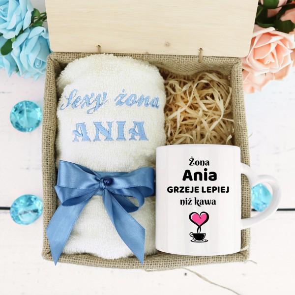 Ręcznik i kubek z imieniem na prezent na rocznicę ślubu dla żony