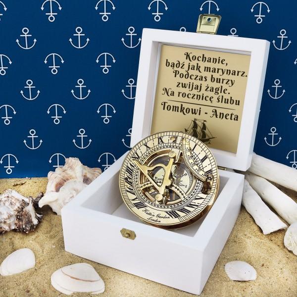 prezenty marynistyczne z dedykacją stylizowany kompas w etui z grawerem
